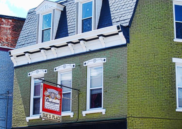 Covington_Sue's Place Bar20130524_3201